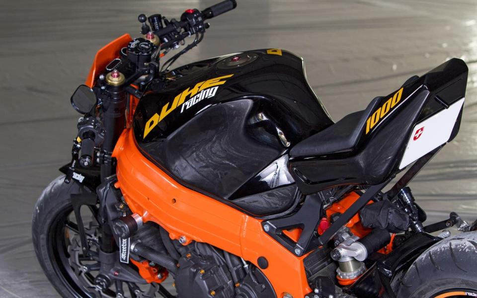 Rocket-Sprocket-Customs_Suzuki-GSXR-DukeRacing_03